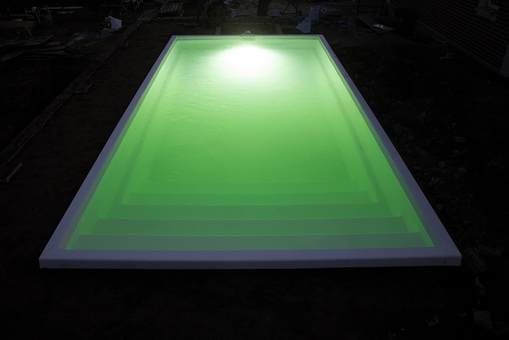 Ночной фонарь в бассейне