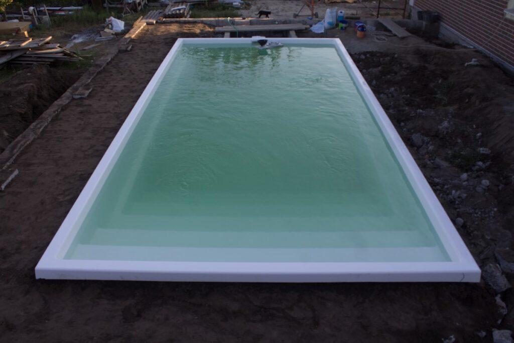 Вид композитного бассейна с верху