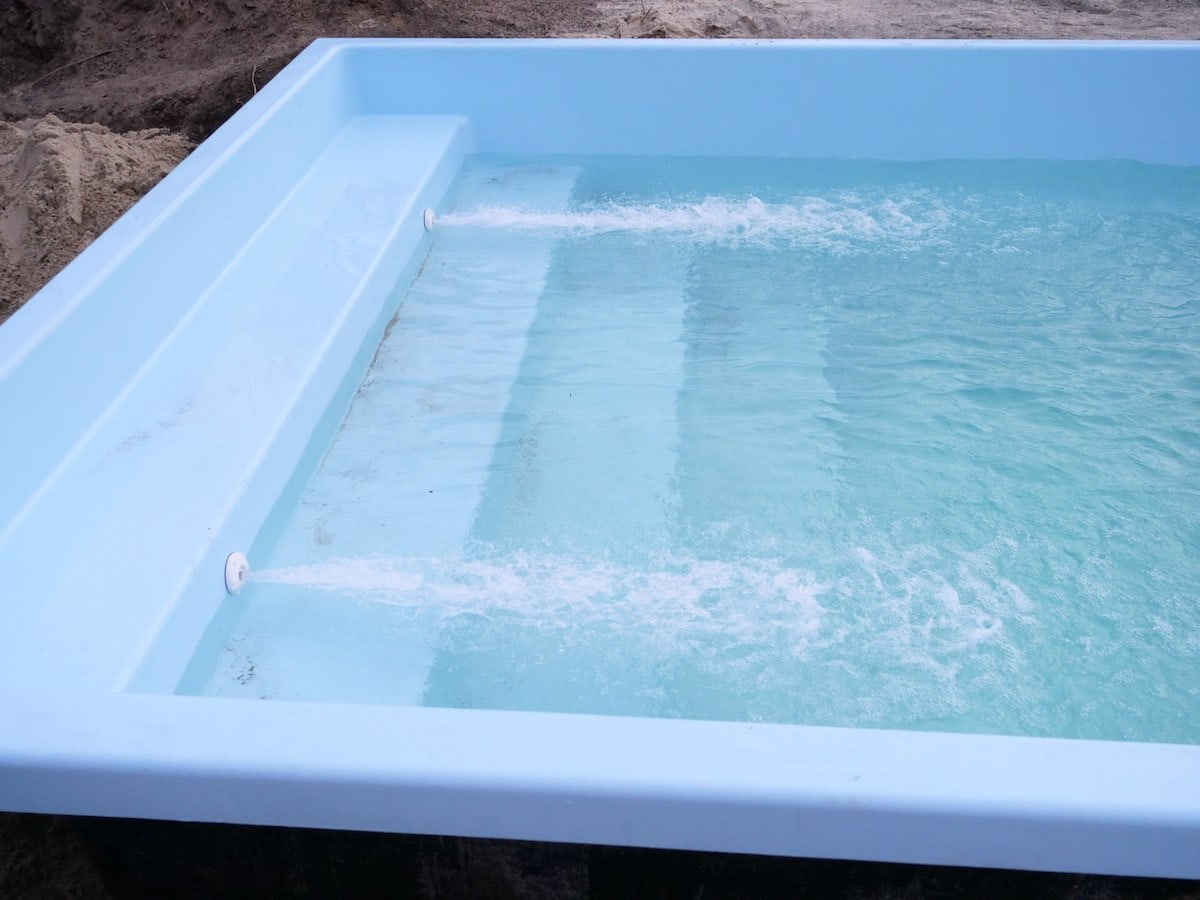 Очистка воды в композитном бассейне