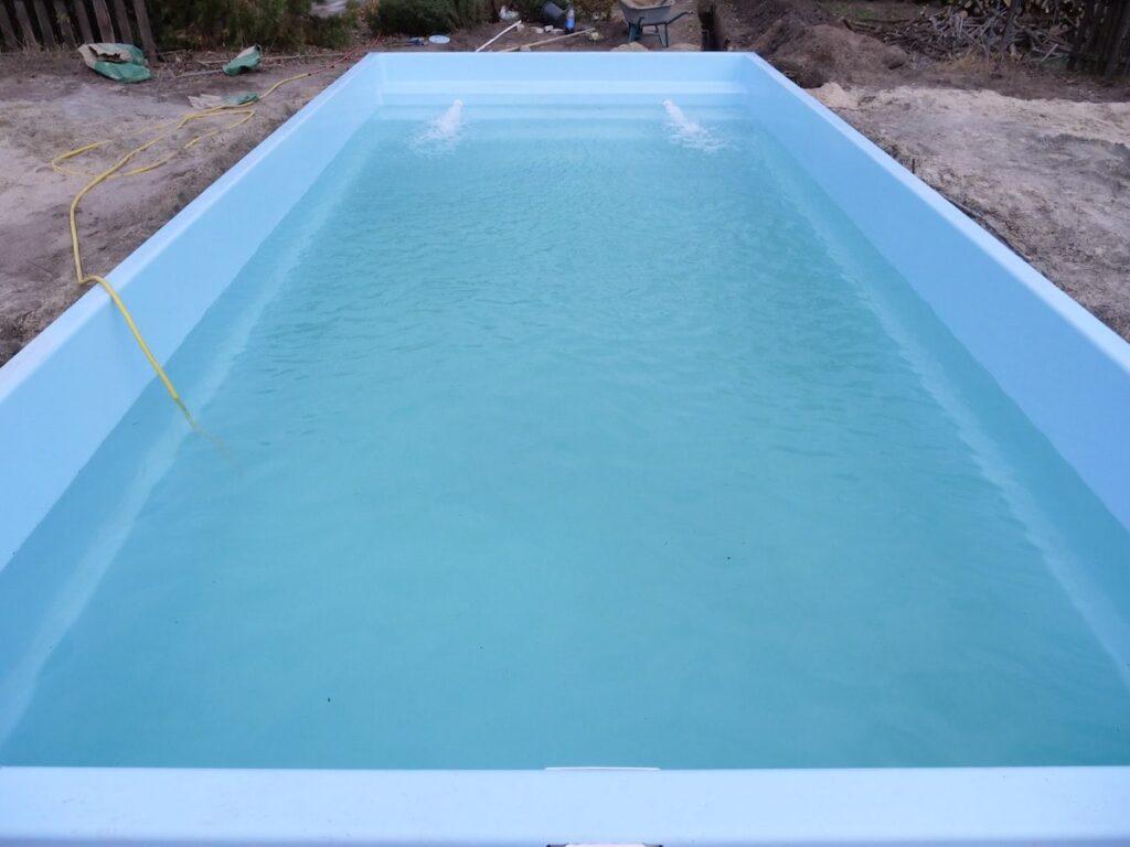 Фильтрация воды в чаше бассейна