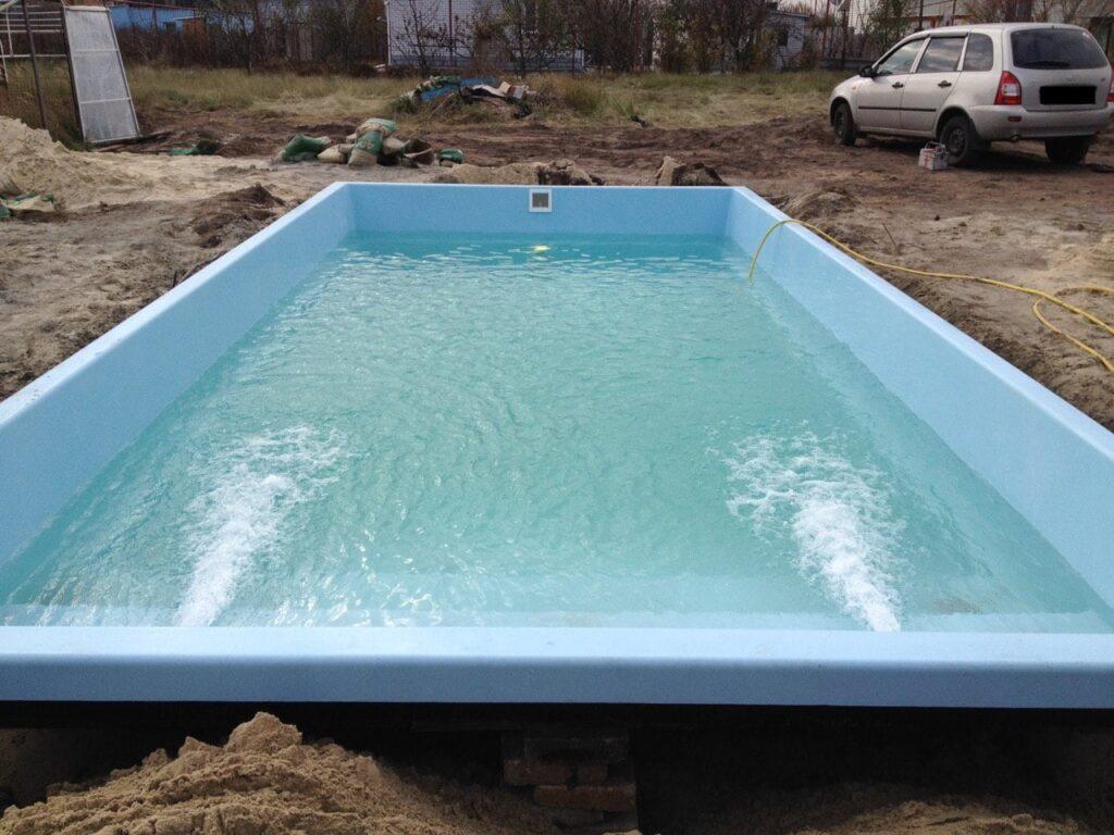 Набор воды в бассейне в городе Киев
