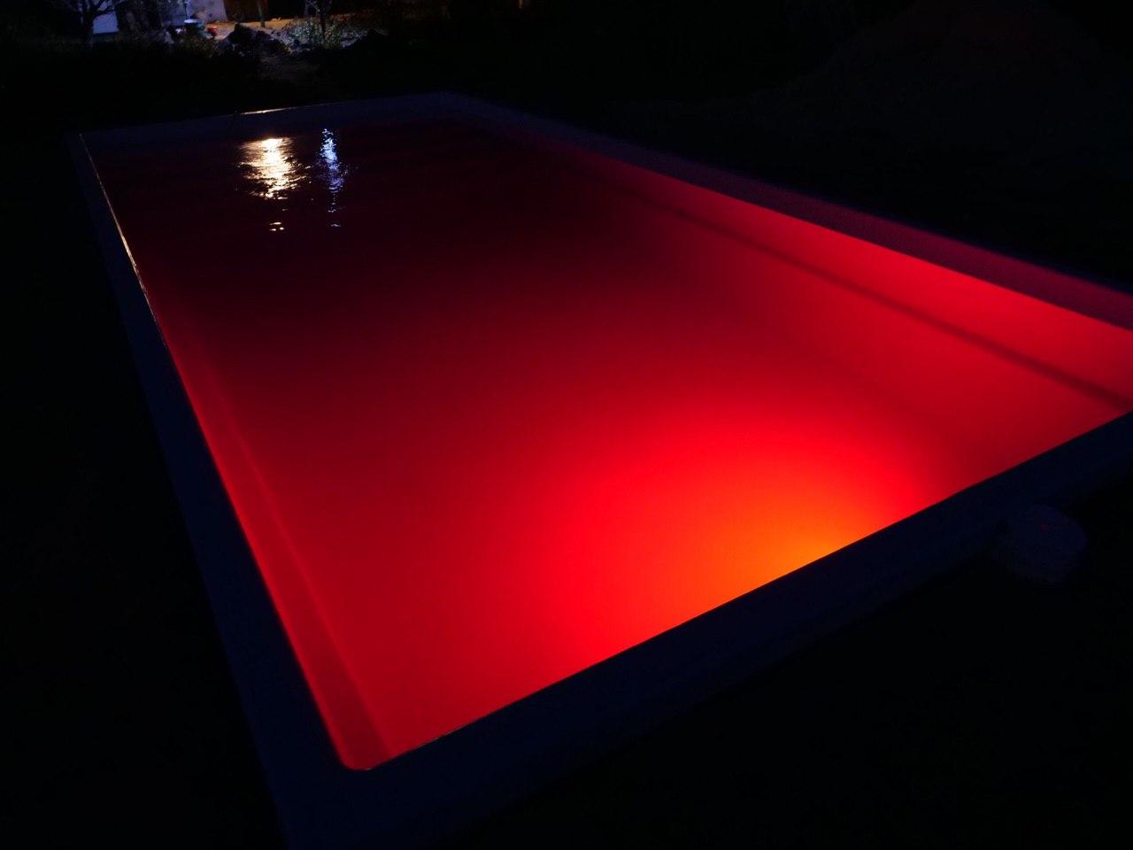 RGB подсветка композитного бассейна