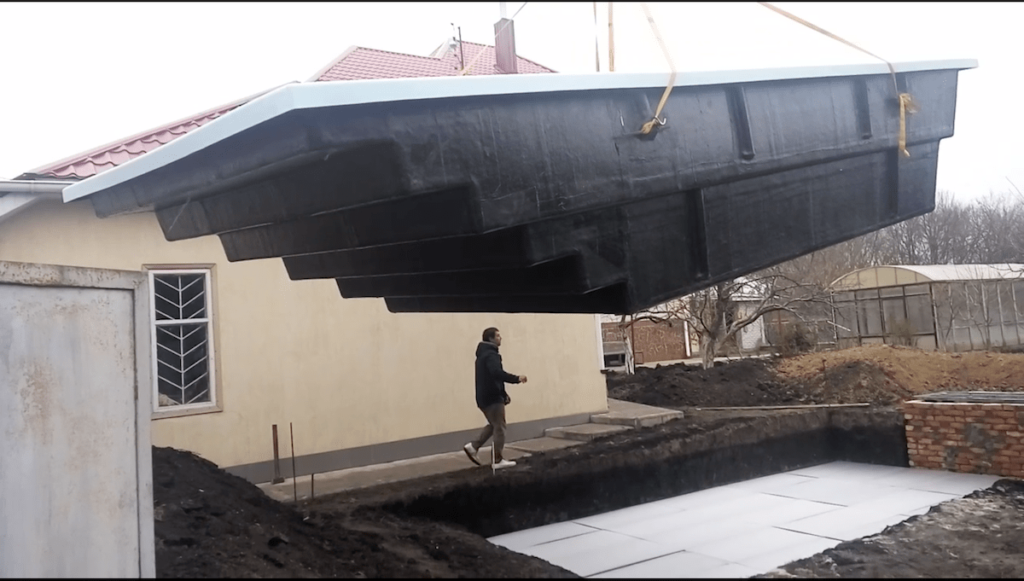 Монтаж чаши композитного бассейна 7,6 метров в городе Днепр