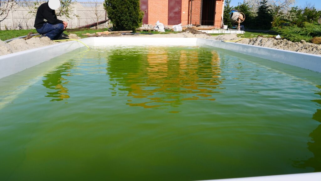 Набор воды в композитный бассейн