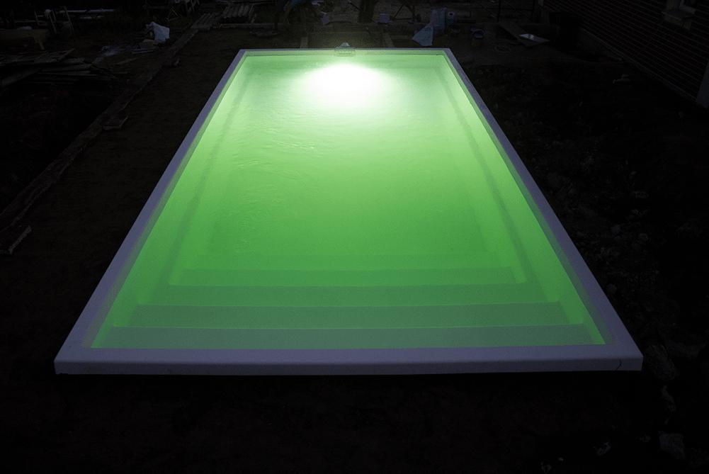 Нічний ліхтар в басейні