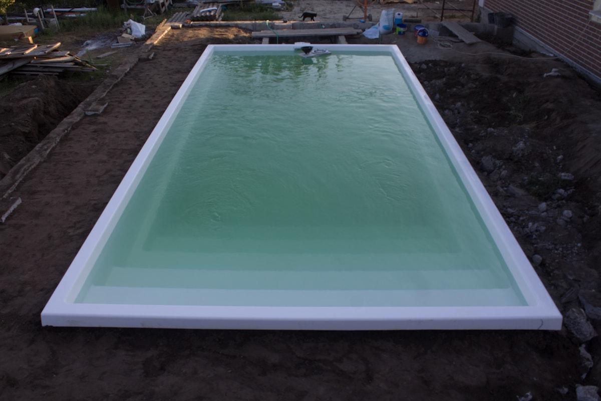 Вид композитного басейну з верху