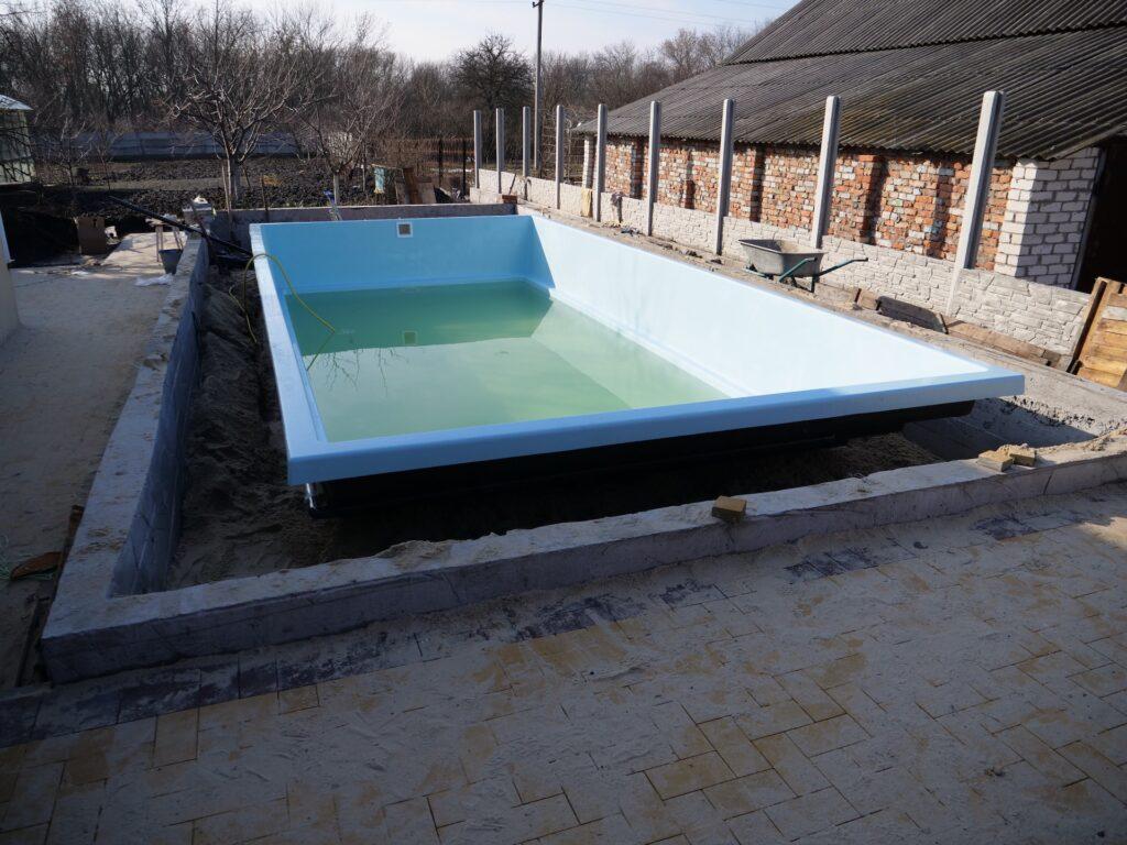 Монтаж композитного басейну в р.Дніпро